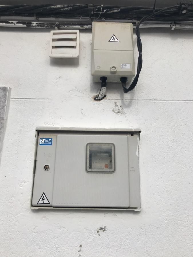 Instalación de caja de contador y acometida