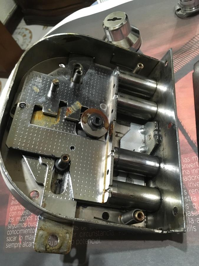 Reparación cerradura CR
