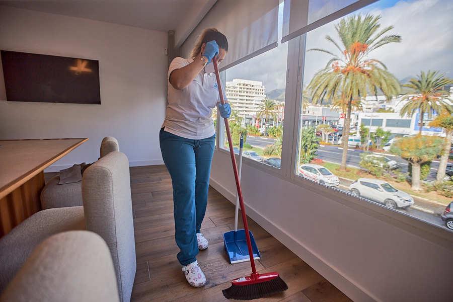 - Limpieza de mantenimiento de oficinas