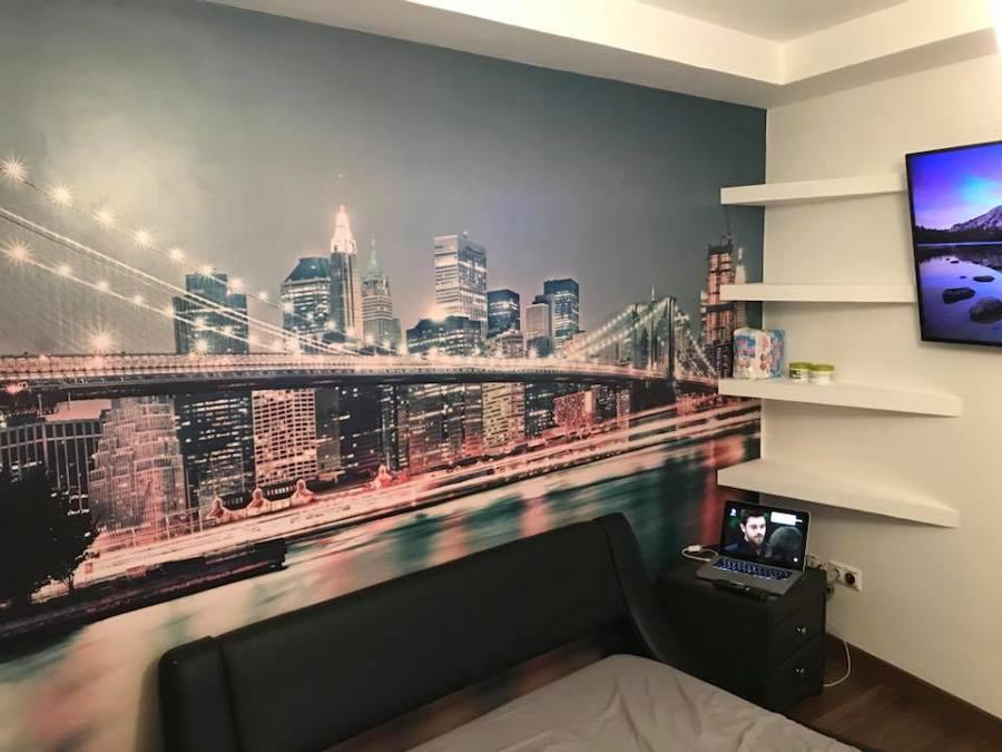 UPGRADE habitacion con baldas y papel pintado al final