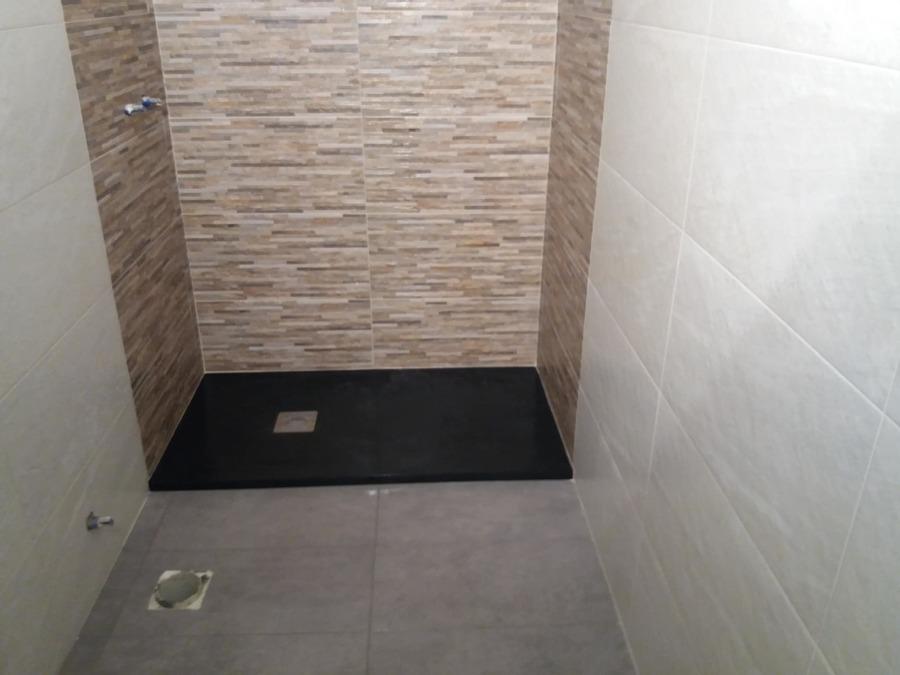 Reforma de bano con plato de ducha y todo
