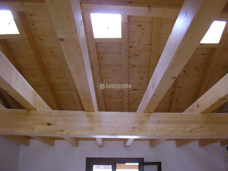 Foto rehabilitaci n fachadas tejados madera reformas for Tejados de madera vizcaya