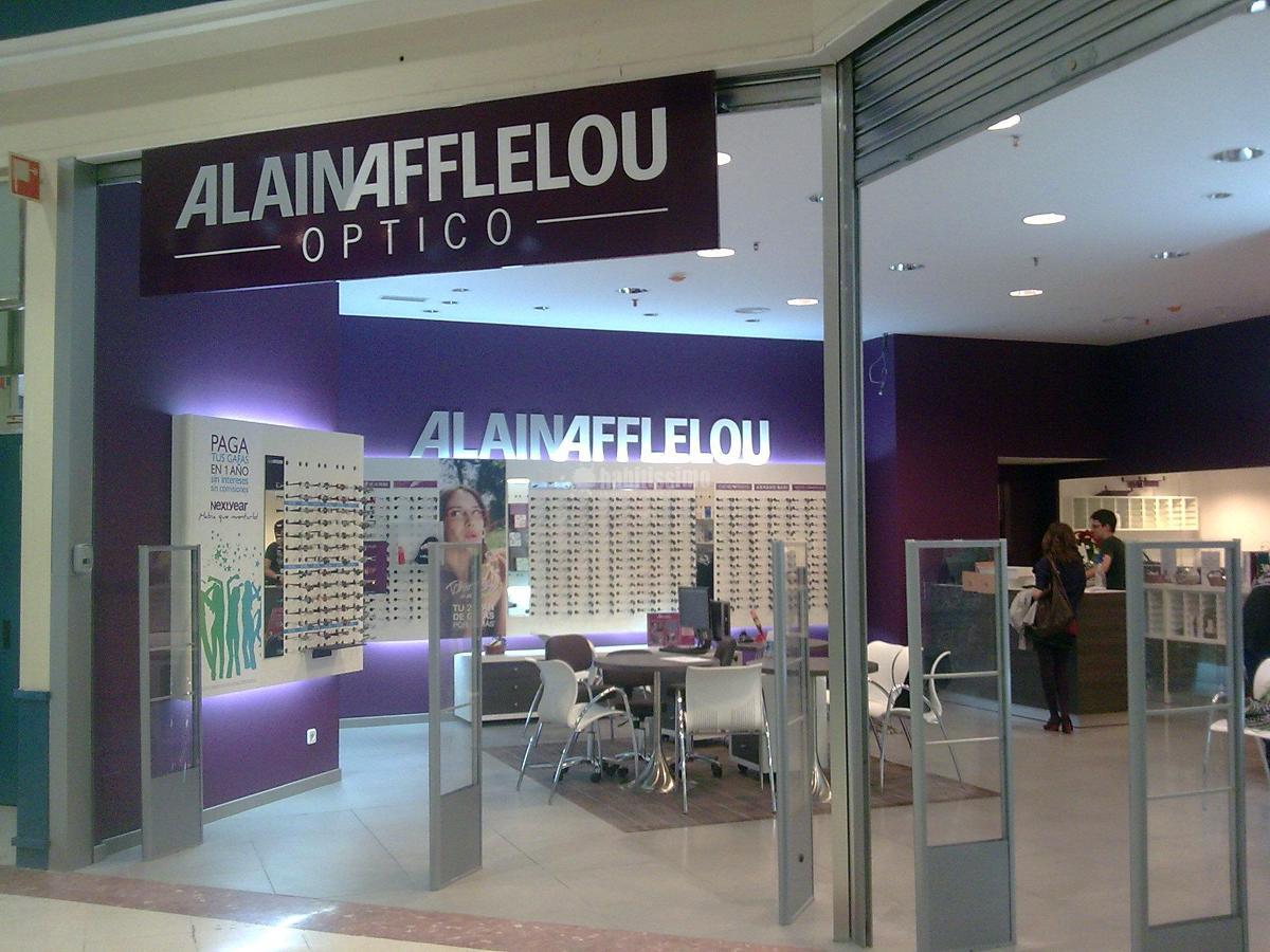 Rehabilitación Fachadas, Tejados, ImpermeabilizacionesProyecto y acondicionamiento de local destinado a óptica en Córdoba.