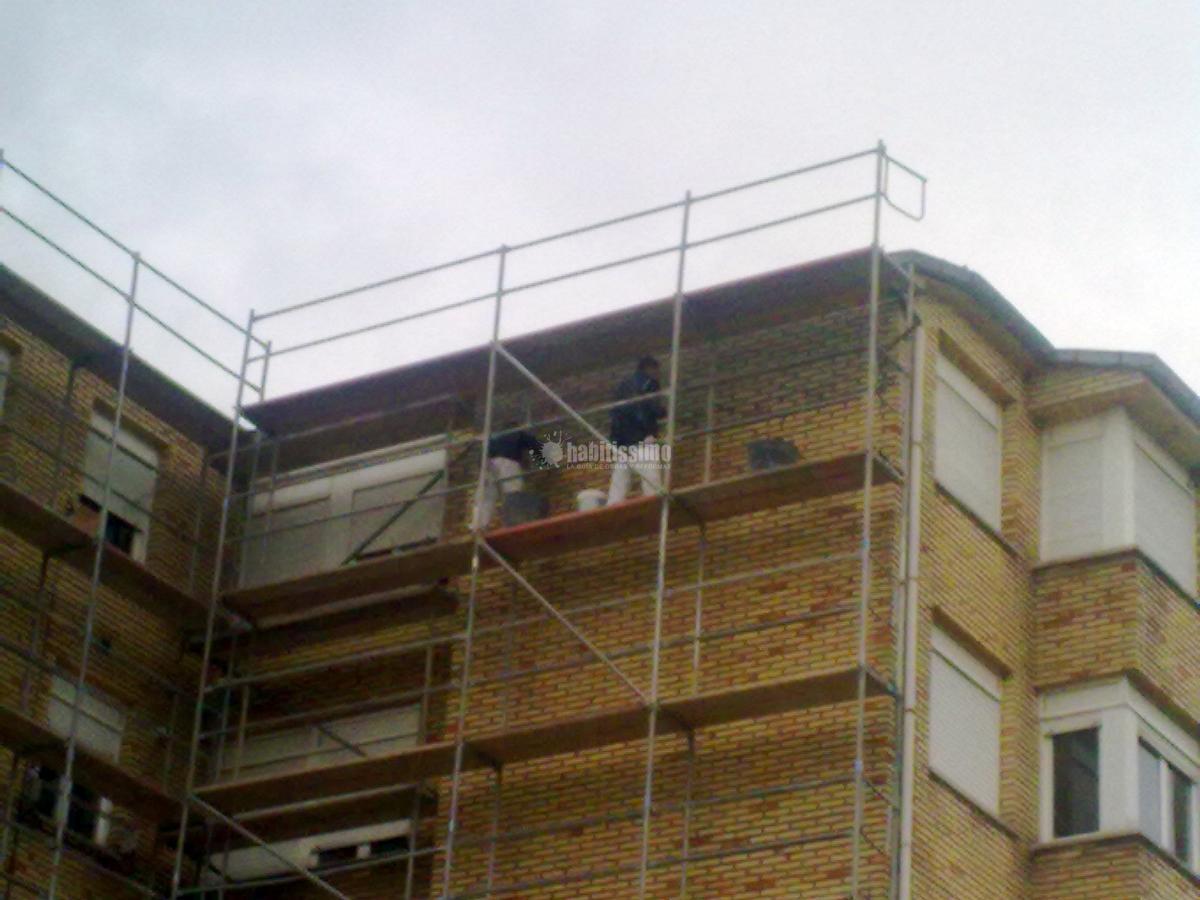 Foto rehabilitaci n fachadas pintores tejados de for Tejados y fachadas vizcaya