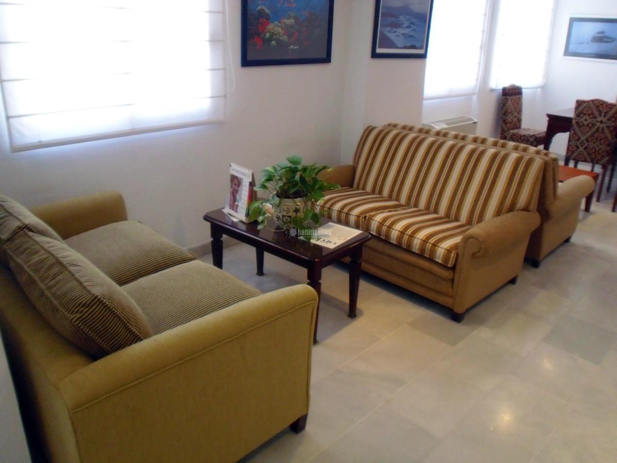 Foto tapiceros tapicer a cortinas de tapizados belo - Tapiceros en granada ...