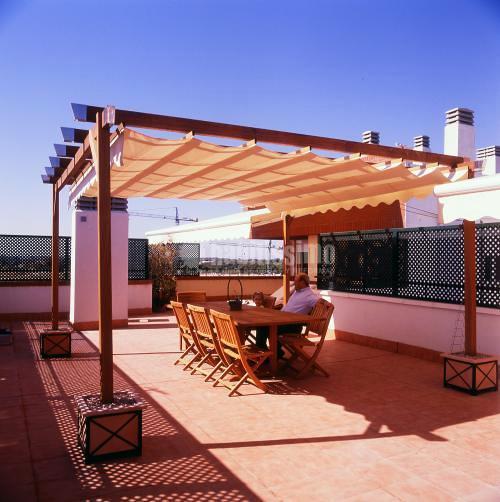 Foto toldos p rgolas techos m viles fijos de palium for Toldo lateral para terraza