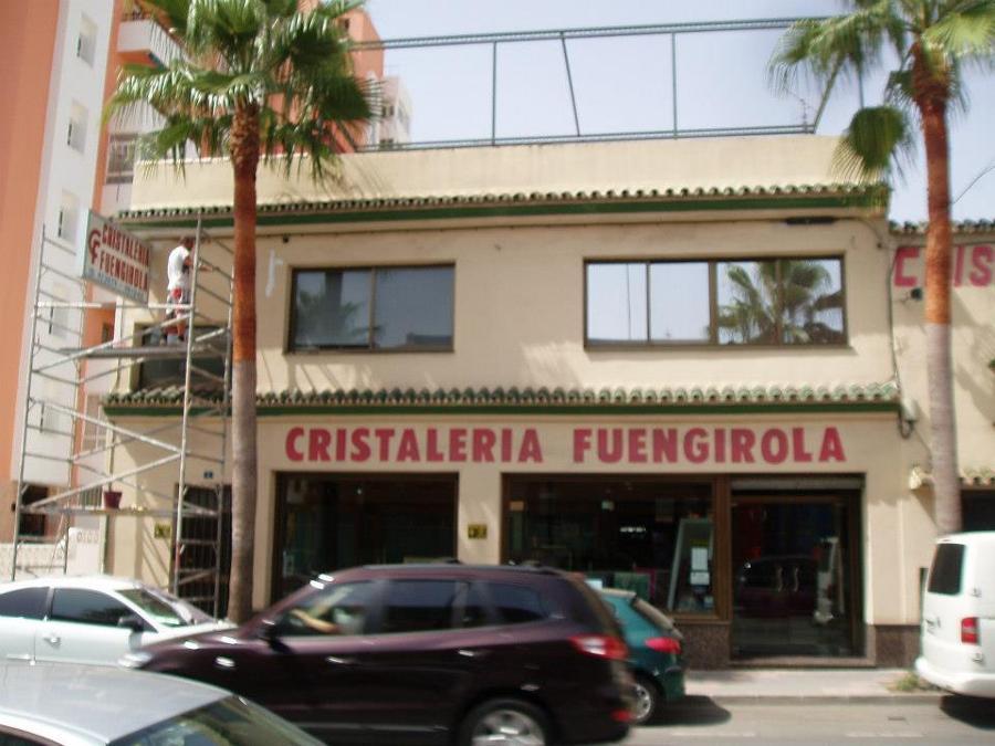 Foto pintura fachada cristaler a fuengirola de - Cristaleria fuengirola ...