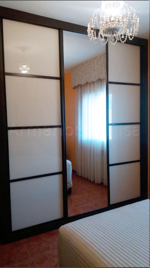 Foto armario empotrado 3 puertas correderas 275 x 250 x for Armario puertas correderas wengue