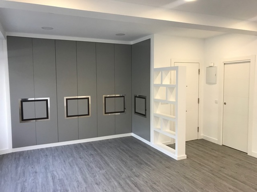 Salón y estantería pladur