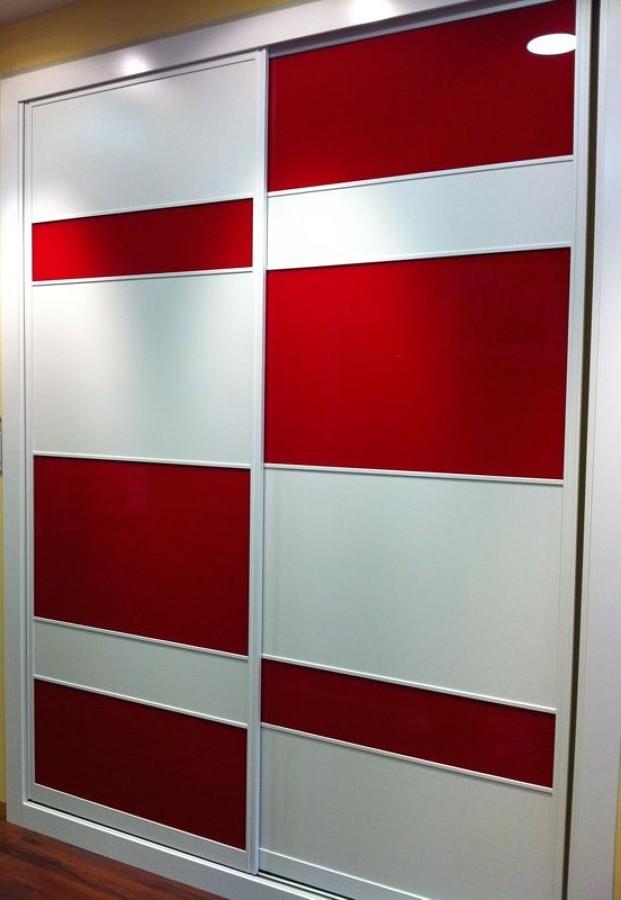 frente perfil lacado blanco, cristal lacado rojo, tablero lacado blanco