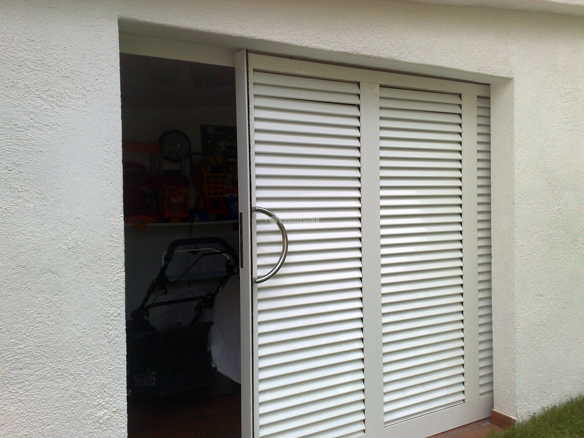 Foto carpinter a aluminio mallorquinas puertas garaje for Carpinteria aluminio