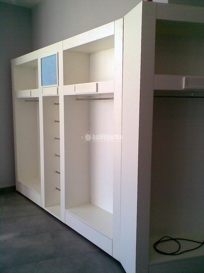 Foto armario a medida de dise o de puertas y armarios a for Armarios de diseno