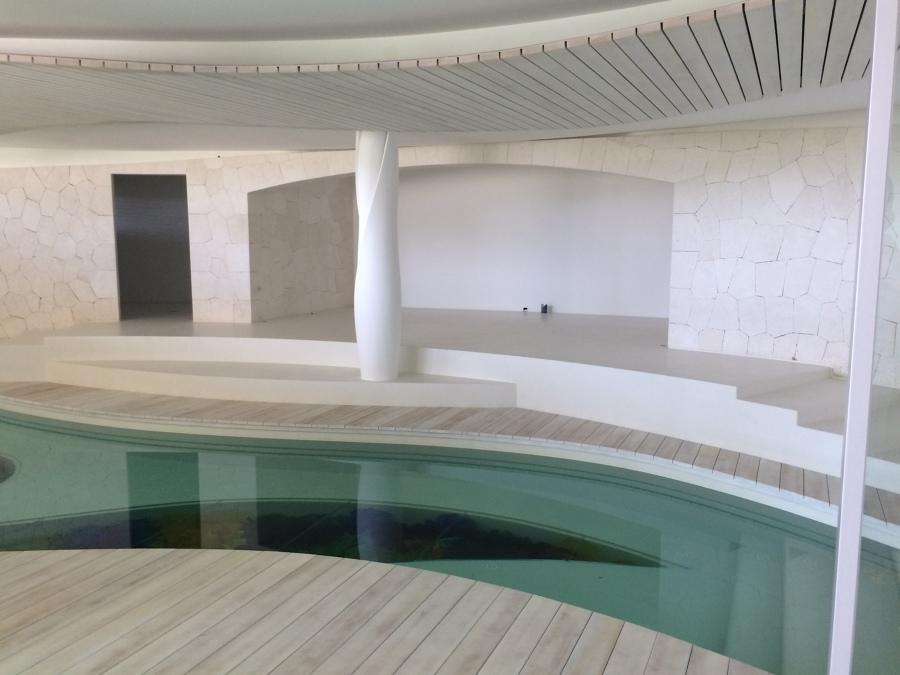 Tarima piscina interior
