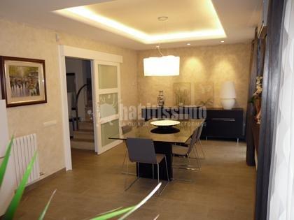 Foto vista general comedor con iluminaci n perimetral de for Iluminacion minimalista interiores