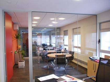 Foto oficinas y separadores de pere le n interiorismo y for Oficinas sabadell malaga