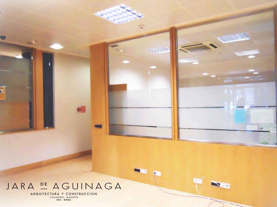Foto mamparas de las oficinas del real madrid en el for Oficinas ss madrid