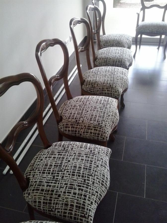 Foto sillas clasicas de tapiceria alfonso cardenas for Sillas clasicas modernas