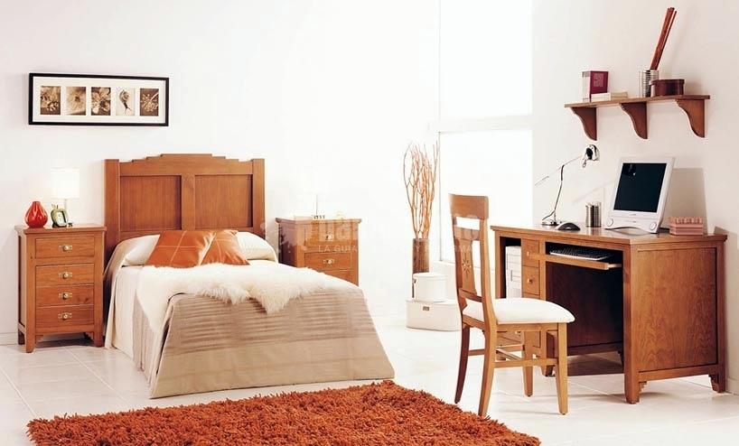 Casa residencial familiar ventanas de madera navarra for Segunda mano navarra muebles