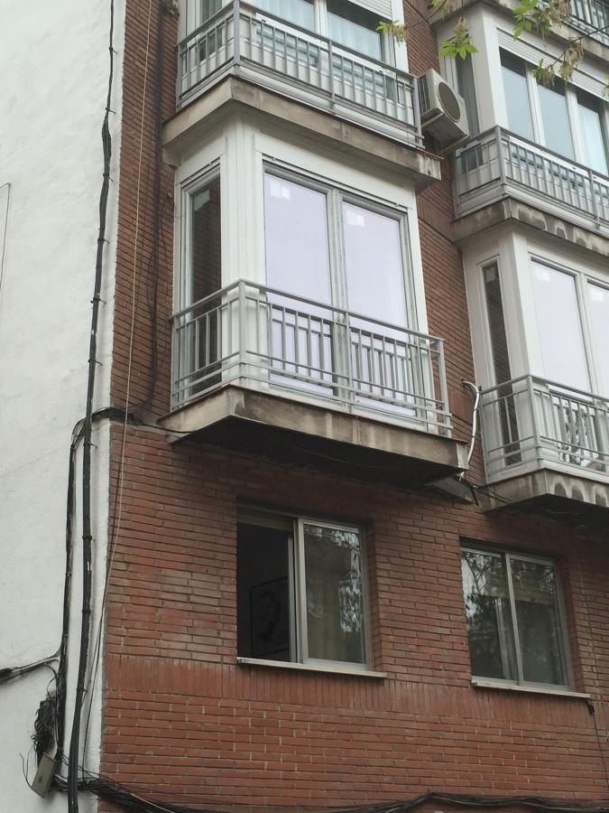 Cerramiento de terrazas en plaza roma