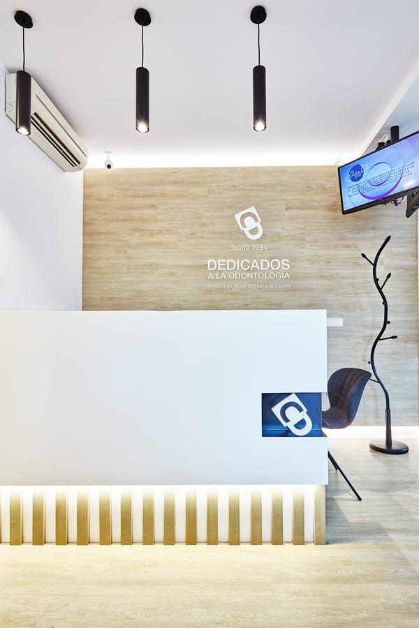 Clínica dental en la plaza Doctor Jose Mongrell 6, Cullera