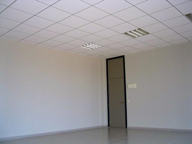 Acabdo de oficina con yeso laminado y falsos techos.
