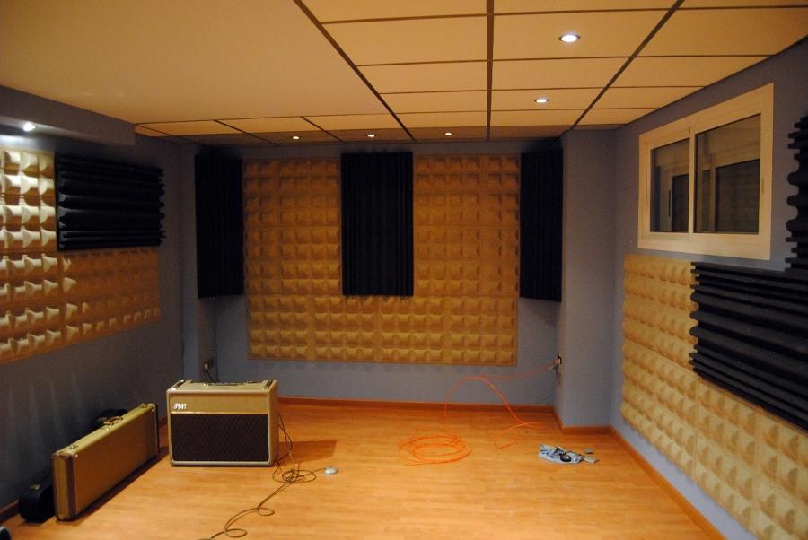 Sala De Tv Y Estudio ~  en el interior de la sala proporcionando parámetros acústicos y