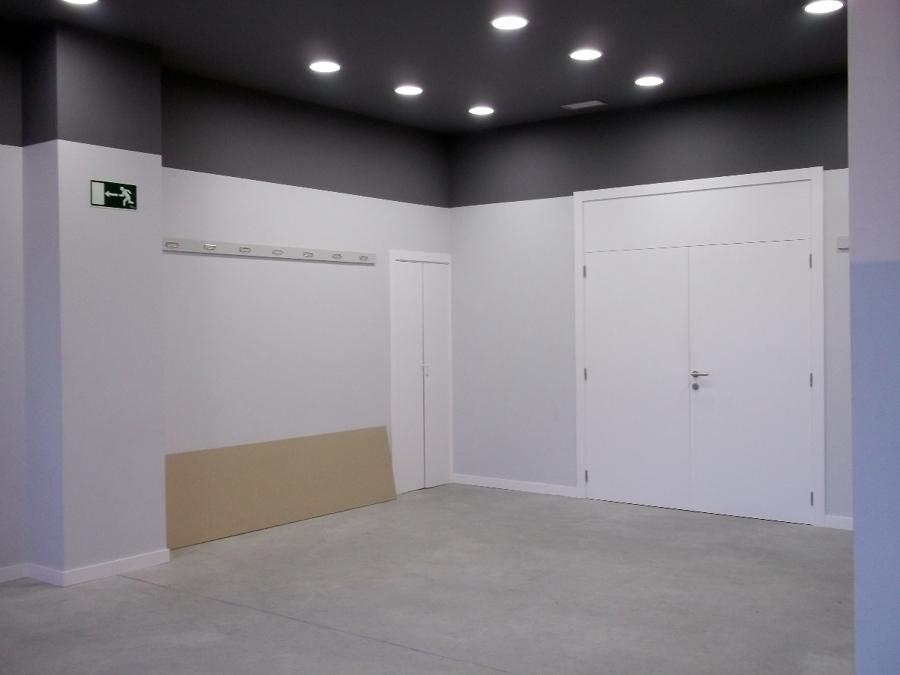 Adecuación de local como sede social de asociación de vecinos. Pamplona