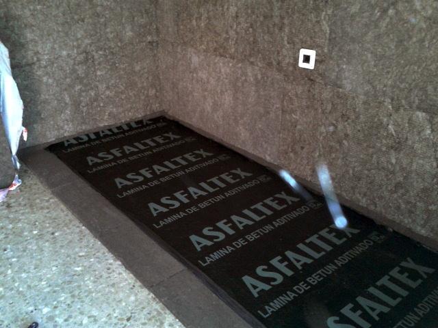 Foto aislamiento ac stico del suelo de la sala de for Aislamiento acustico suelo