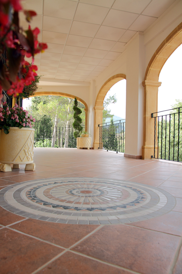 Foto alfombra mosaico ceramica de multiservicios javea for Mosaico ceramica