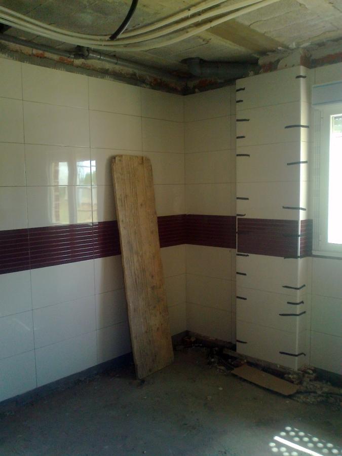 Foto alicatado cocina de construcciones y reformas pedro for Alicatado cocina