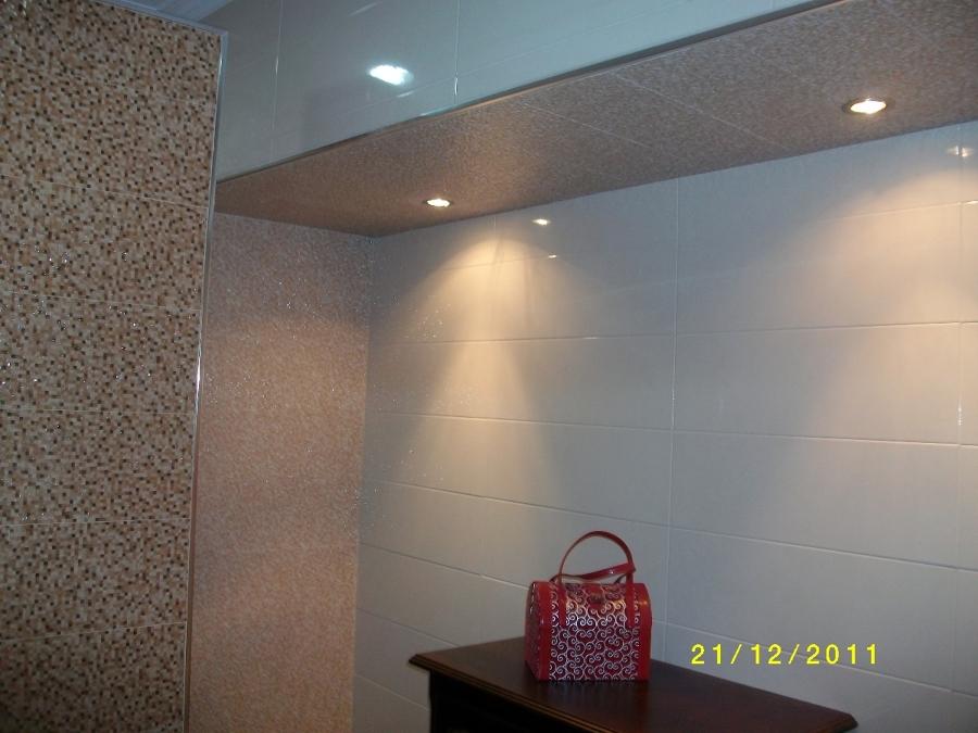 Azulejos Baño Juvenil:Se trata del alicatado de baño con azulejos imitación a mosaico de