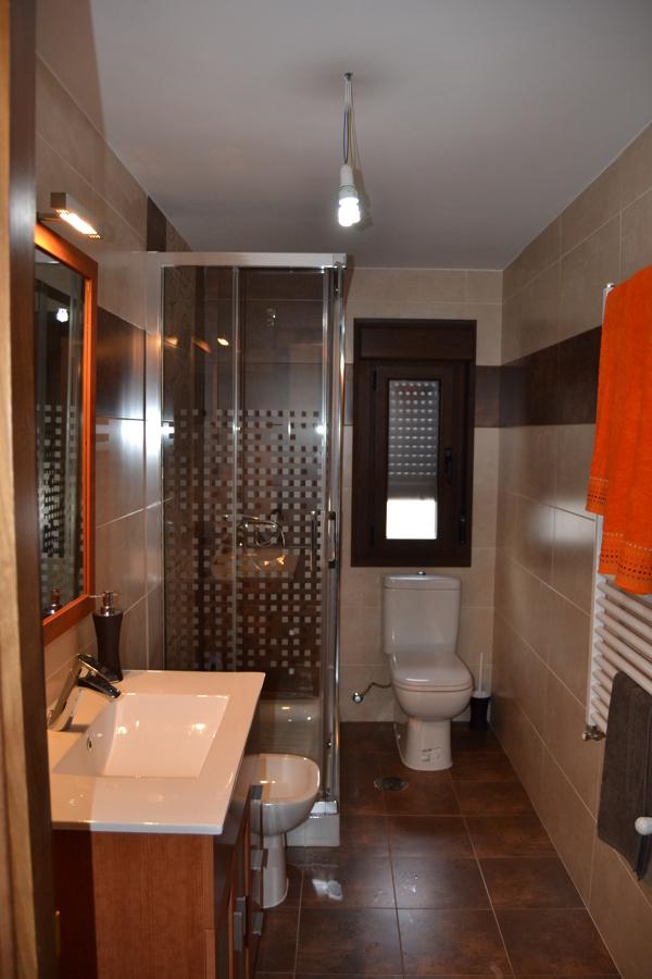 Foto alicatado de cuarto de ba o de construcciones - Alicatado banos modernos ...