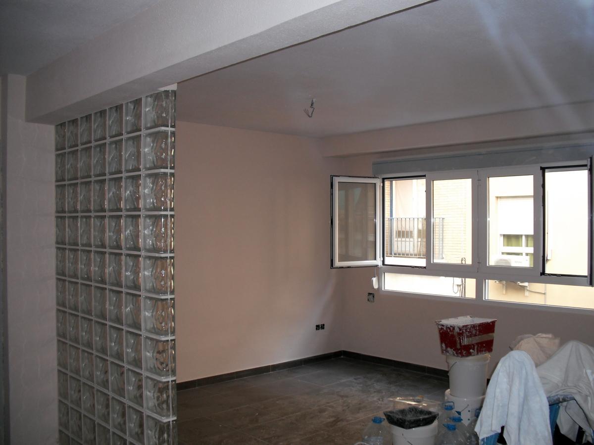 Foto alisado pintura y pav en salon de vivienda de f b - Pinturas de salon ...