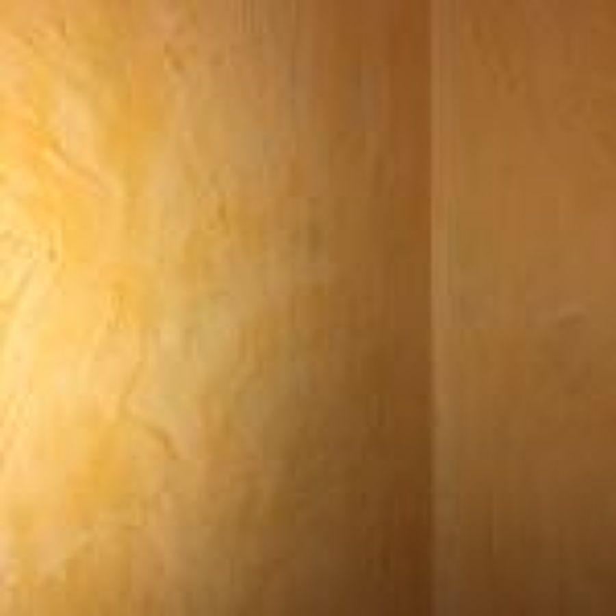 Veneciano en pasillo tonos amarillo paja