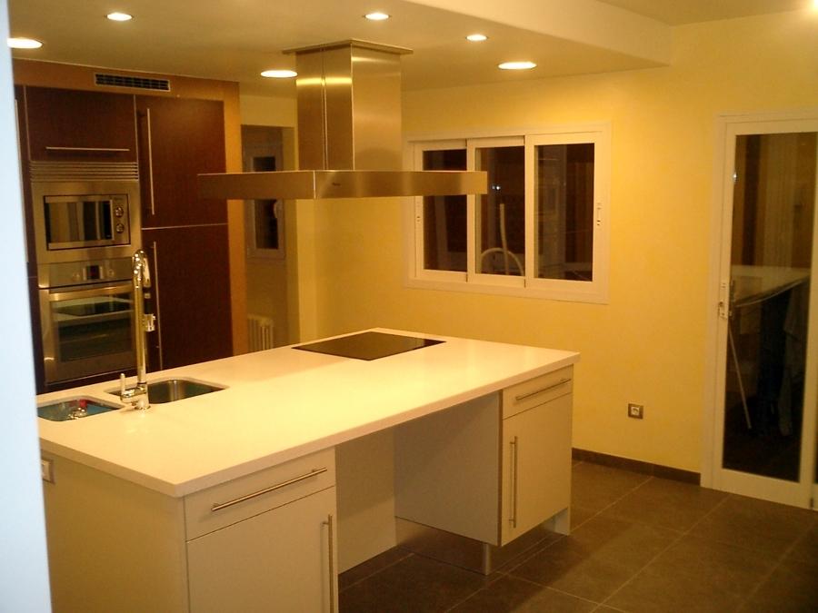 Ampliación y reforma completa cocina. Redistribución parcial del piso.