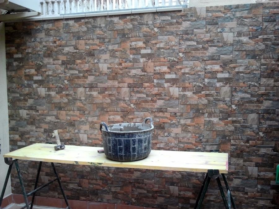Foto aplacados imitaci n piedra de claxa reformas s l for Fachadas con azulejo