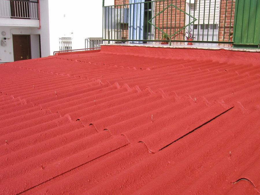 Foto aplicacion de corcho proyectado sobre tejado de - Tejados de uralita ...