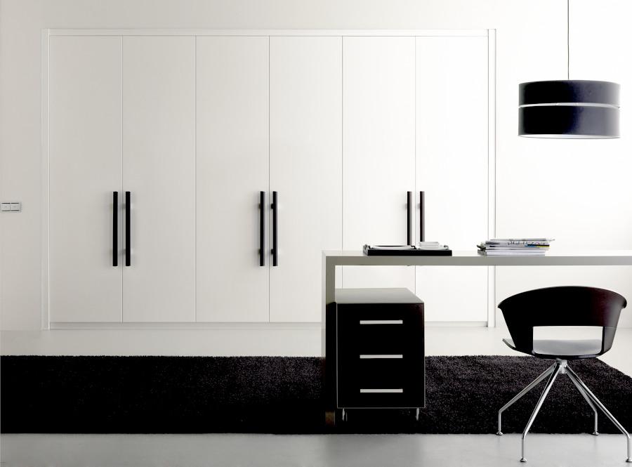 Foto armario 6 puertas a medida blanco de armarios gascon for Puertas a medida