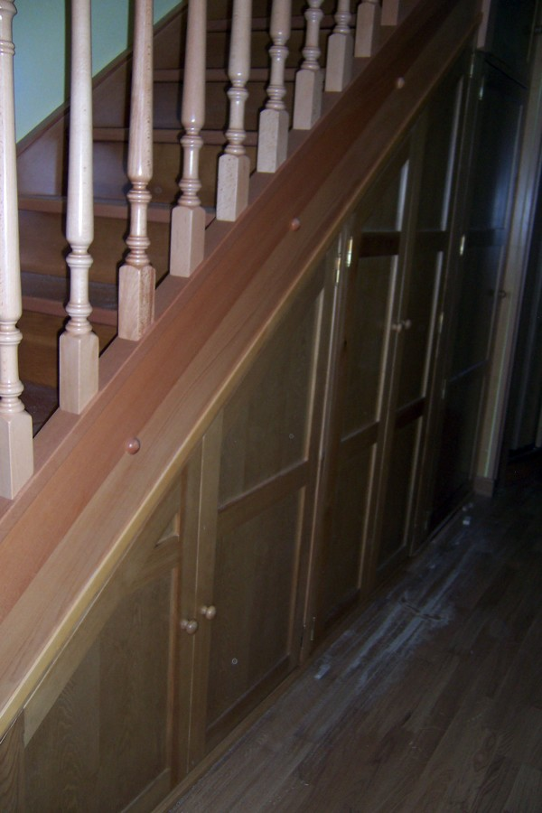 Foto armario bajo escalera de la alacena segoviana s l for Muebles bajo escalera fotos