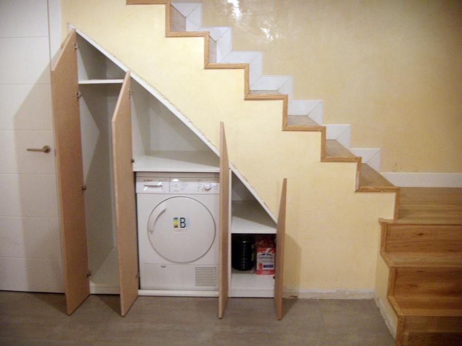 Foto armario bajo escalera de artilara decoracion 422886 for Muebles bajo escalera fotos