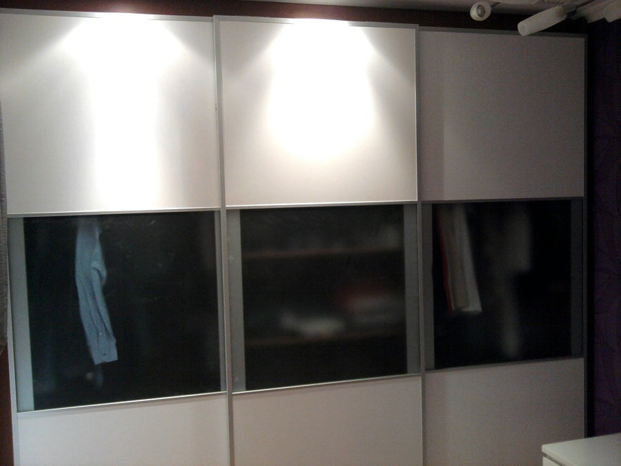 Foto armario cerezo lacado en blanco de lacados y for Armario blanco lacado