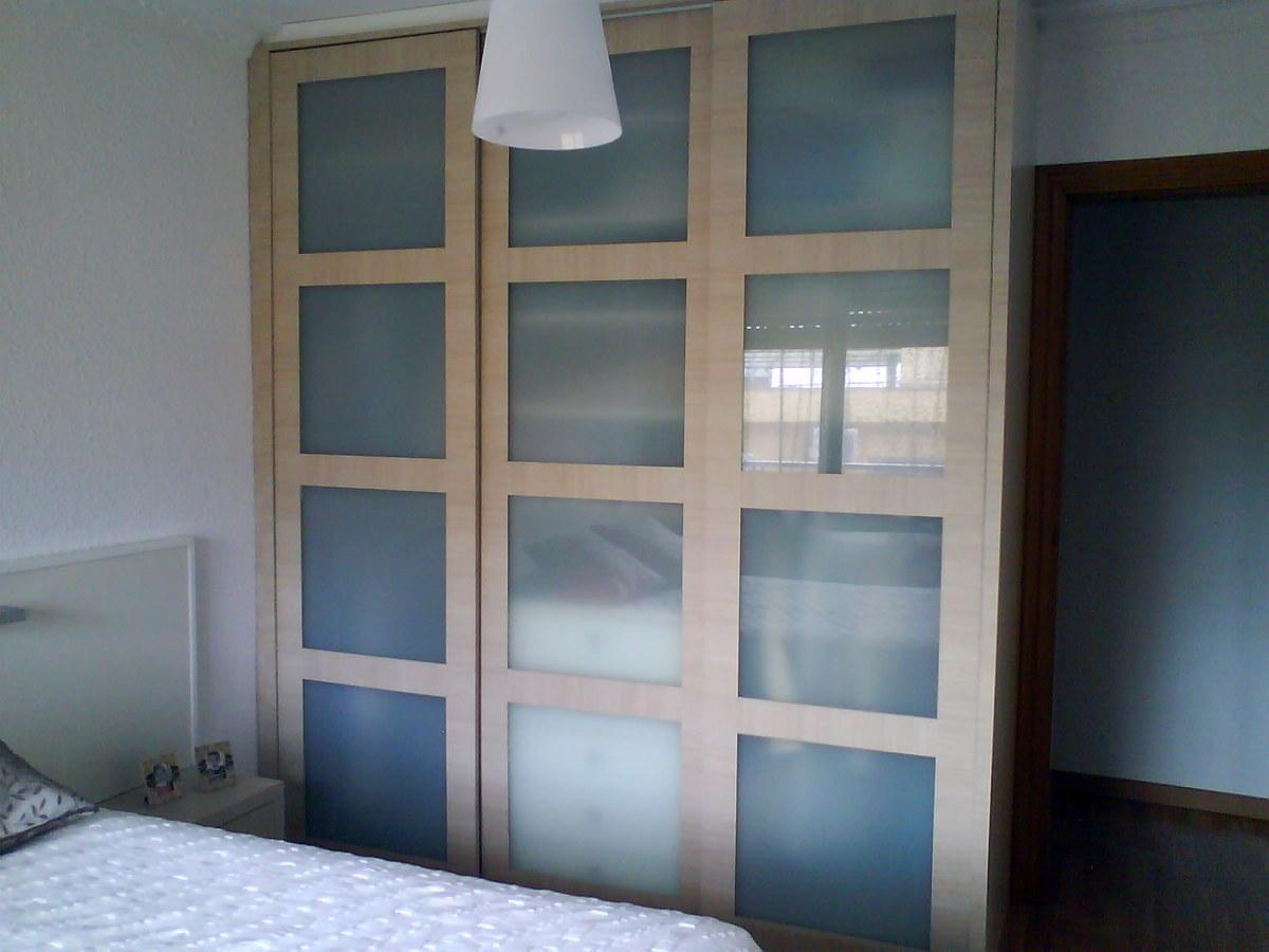 Foto armario con puertas correderas a medida de gabi - Armarios a medida en barcelona ...