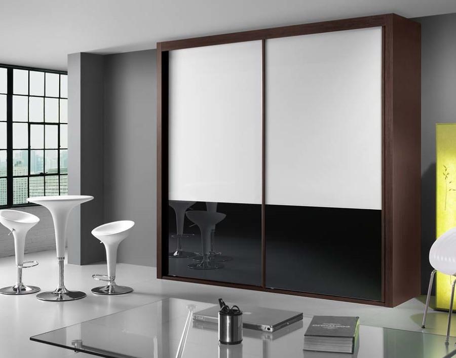 Foto armario correderas cristal blanco y negro de muebles for Correderas para muebles