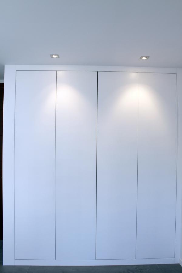 Foto armario de 4 puertas abatibles lacado blanco de - Armarios con puertas abatibles ...