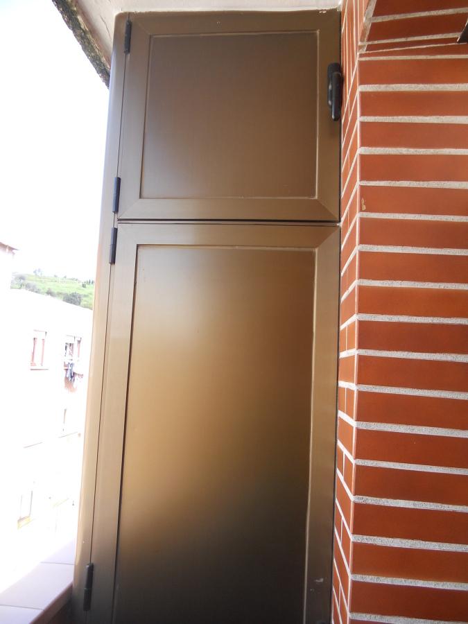 Foto armario de aluminio de balc n de ventanas echaniz for Armario para balcon exterior