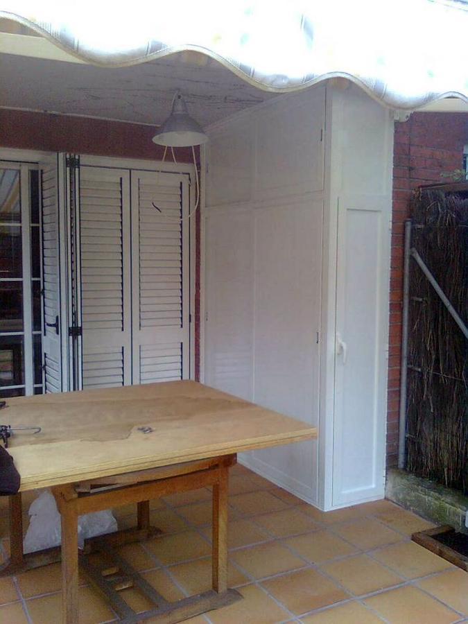 Foto armario de aluminio para jardin con puertas for Puertas jardin aluminio