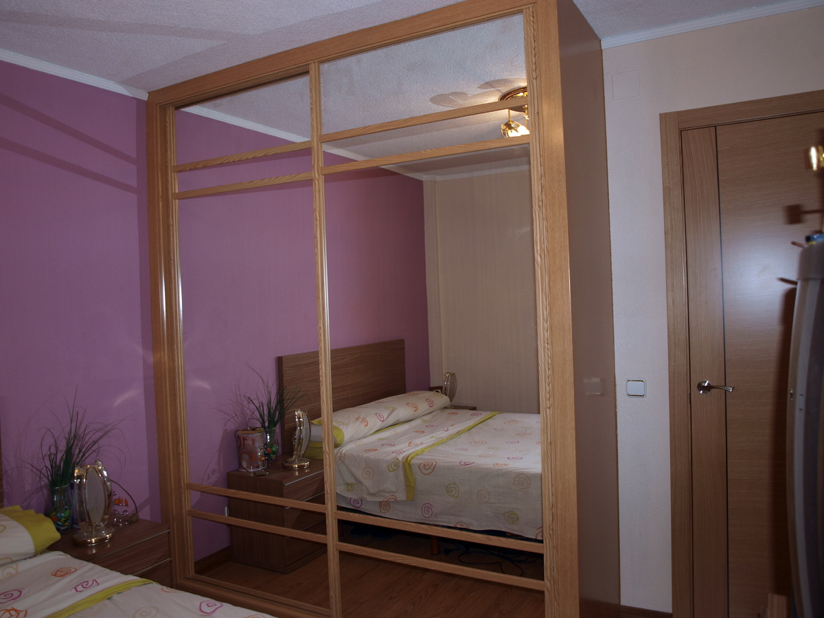 Foto armario de espejo artama de puertas artama slu for Armario puerta espejo