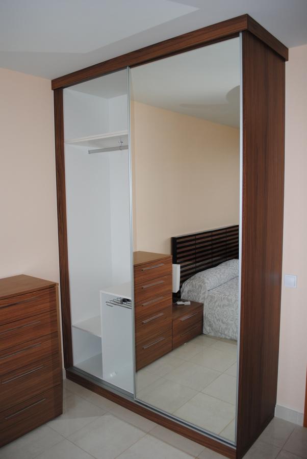 Foto armario de puertas correderas en espejo de made in - Fotos de puertas correderas ...