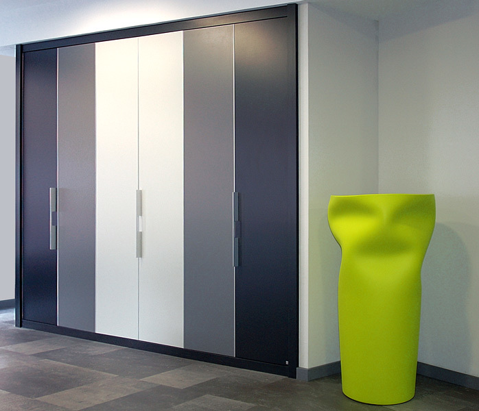 Foto armario de puertas plegables serie zafiro de interni 133386 habitissimo - Armarios puertas plegables ...