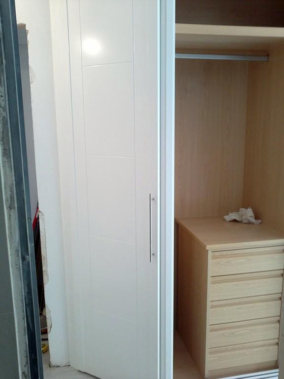 Foto armario empotrado a medida de puertas y armarios a - Armario empotrado a medida ...